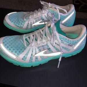 Brooks pure connect shoes. Size 10. Aqua